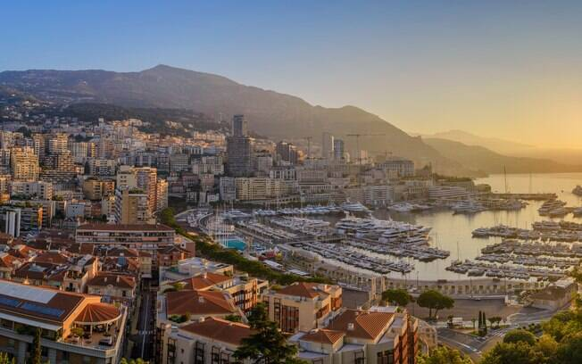 Vista panorâmica de Monaco a partir das montanhas
