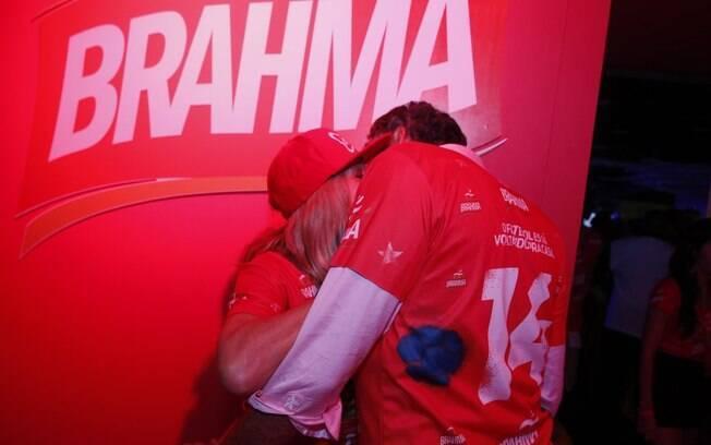 Susana Vieira beija muito o novo namorado