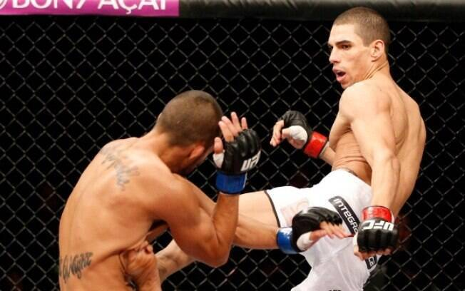 Lucas Mineiro em ação pelo UFC