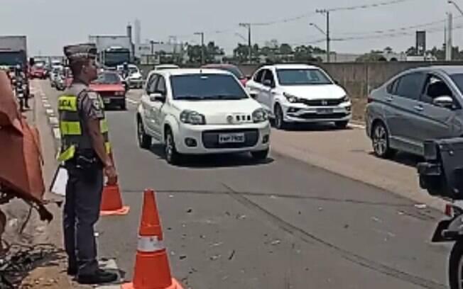 Acidente na Santos Dumont deixa dois feridos leves e bloqueia pista