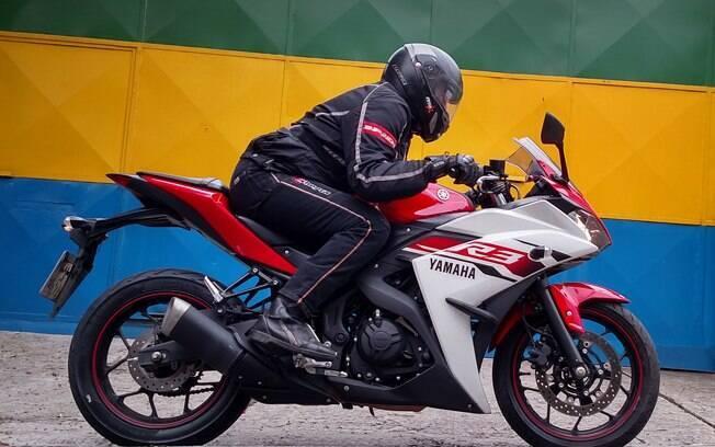 A bela Yamaha R3 oferece ao piloto os prazeres da esportividade com relativo conforto