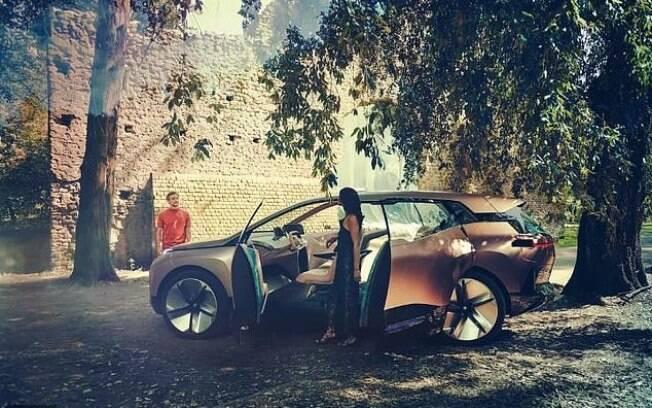O crossover BMW iNext está em testes para os ajustes desse modelo que deverá ser o carro elétrico de entrada da marca