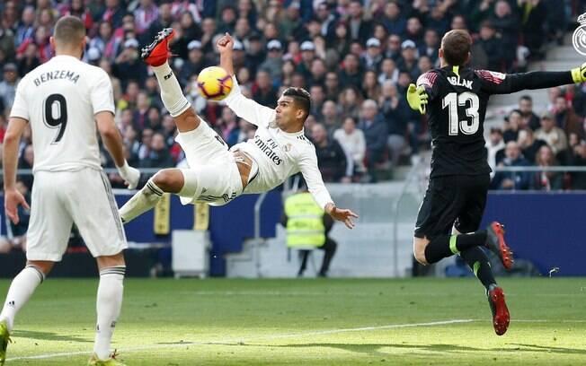Assim como o Liverpool, o Real Madrid também venceu no sábado. E com golaço de Casemiro
