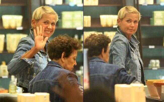 Xuxa vai às compras em shopping no Rio