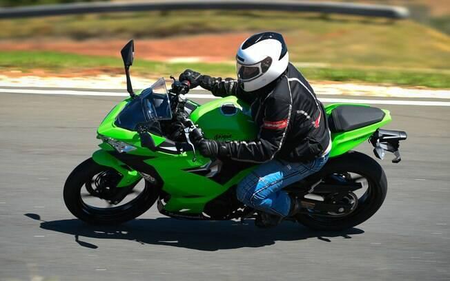 A Kawasaki Ninja 400 se mostrou extremamente ágil em aceleração, frenagem e curvas