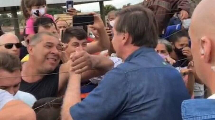 Presidente não usou máscaras e cumprimentou apoiadores em Goianápolis