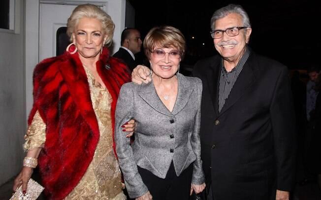 Hebe Camargo ao lado de Glória Menezes e Tarcísio Meira