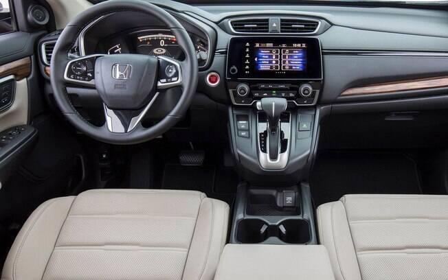 A cabine do Honda CR-V pode não impressionar visualmente como as demais, porém ela tem ótimo acabamento