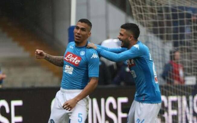 Alan comemora gol da vitória do Napoli