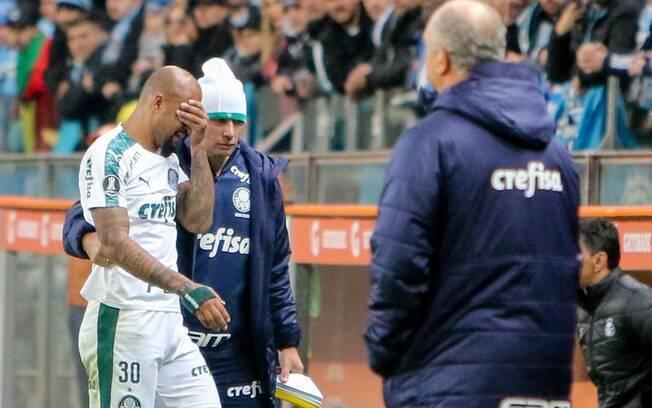 Felipe Melo deixou o campo chorando após expulsão contra o Grêmio