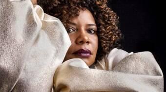 É ridículo para o Brasil ter uma sociedade cafona e racista, diz cantora