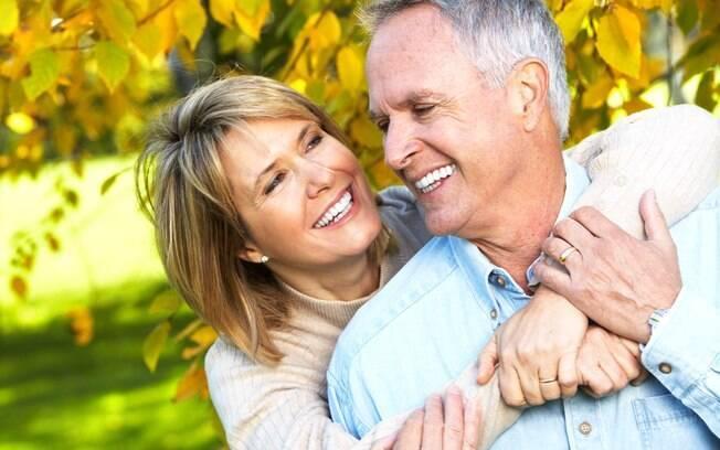 Pessoas acima dos 40 anos também procuram histórias de amor em aplicativos de namoro e site de relacionamento