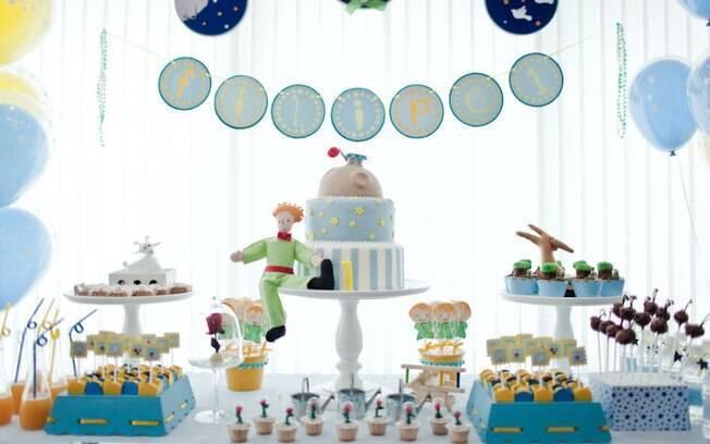 Uma variação do tema Pequeno Príncipe, com bonecos de pano e tons bem clarinhos. Hit para meninos