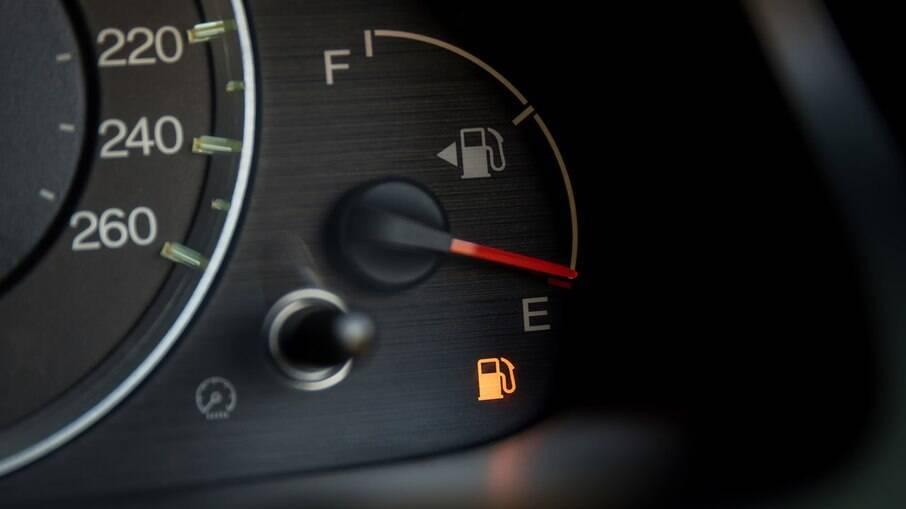 O etanol é mais recomendado para aqueles que utilizam o veículo em menor frequência, já que a gasolina, ao ficar parada no tanque por muito tempo, pode acabar evaporando.