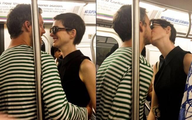 Anne e Adam: carinho em público no metrô de NY