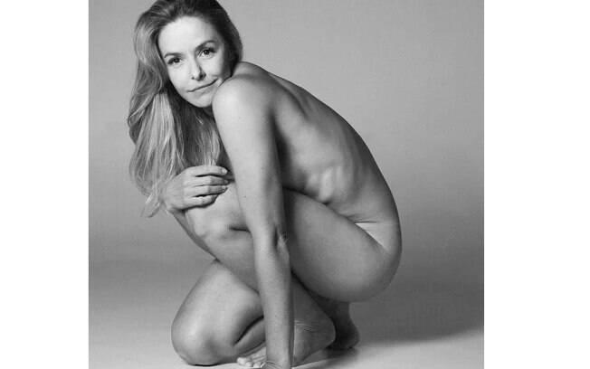 Bianca Rinaldi compartilha foto nua e natural em suas redes sociais e ganha elogios