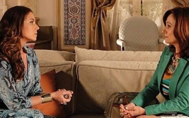 Berna decide contar a Helô tudo o que sabe sobre Wanda