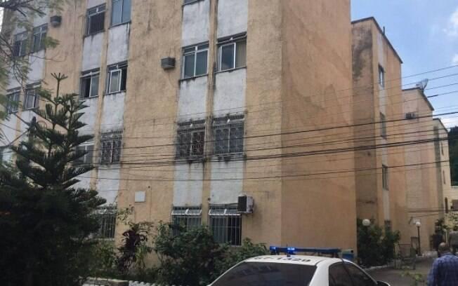 Condomínio na Praça Seca teve apartamentos invadidos por milicianos