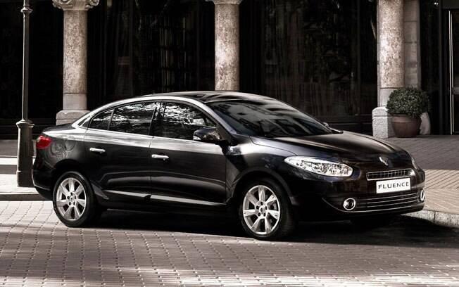 Bem acertado, o Renault Fluence tem um bom custo-benefício e o maior porta-malas da lista, com 530 litros.