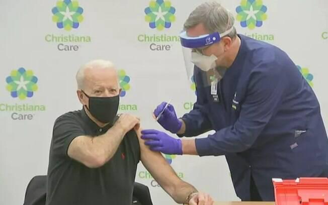 Biden recebeu a segunda dose do imunizante da Pfizer e da BioNTech.