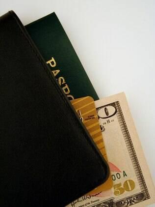 Passaporte, dinheiro e cartões: o que fazer no caso de imprevistos