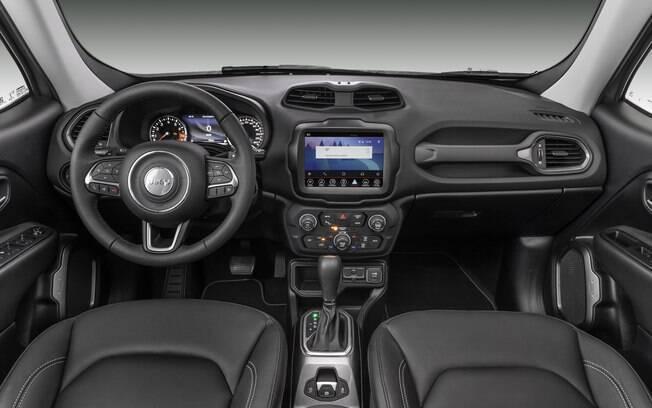 Por dentro, o destaque do Jeep Renegade 2019 fica por conta da central multimídia, vinda do Compass