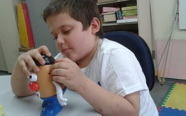Matheus mudou, se tornou muito mais estudioso, organizado e hoje é o melhor aluno da classe. Foto:  Christiane Rebucci