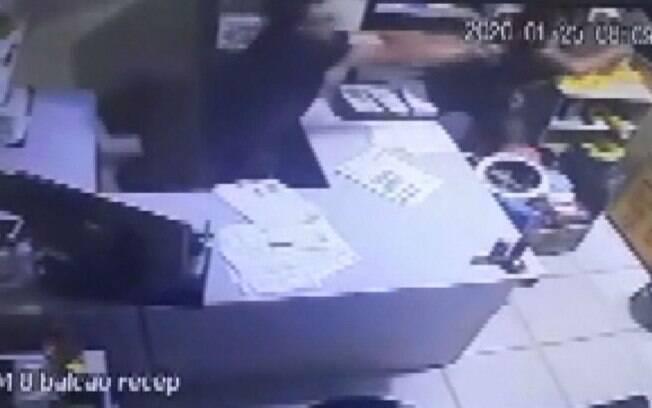 Vítima chegou a ser socorrida, mas não resistiu aos ferimentos.