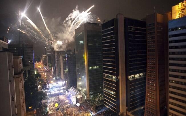 Cerca de dois milhões de pessoas devem participar das comemorações de réveillon na Avenida Paulista
