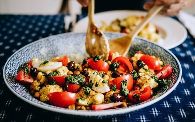Aposte em uma alimentação rica em frutas, legumes e vegetais