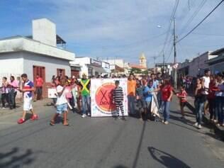 Na Escola Estadual Abílio Neves, em Campo Belo, também foi realizada uma passeata para orientar a comunidade
