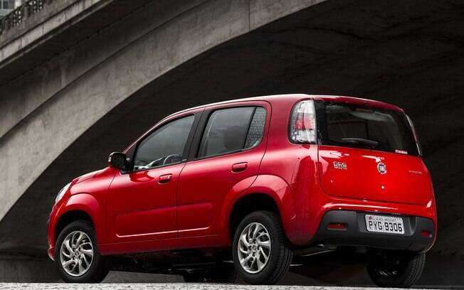 Fiat Uno: versão Attractive, a mais simples, sem apenas com equipamentos essenciais. E parte de R$ 39.990