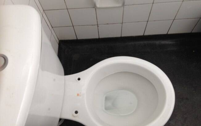 Agressão ocorreu após homem se recusar a pagar pelo uso do banheiro em restaurante