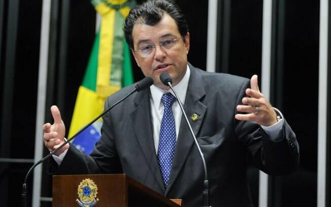Eduardo Braga (MDB) é cotado para ser o relator da privatização da Eletrobras