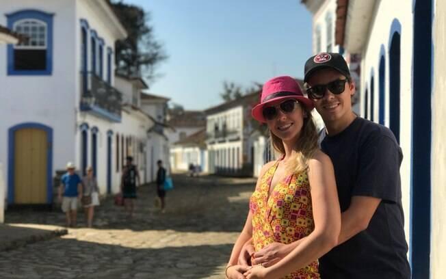 Gisella e Fernando passeando pelas ruas do Centro Histórico de Paraty