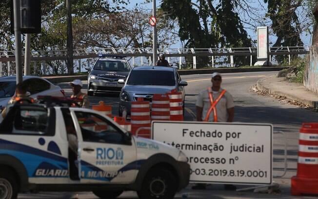 Avenida utilizada por Crivella está bloqueada desde o fim de maio