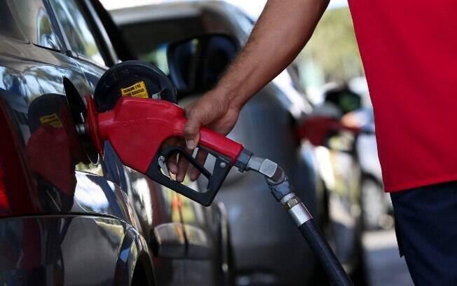 O preço da gasolina nos postos de combustível terminou a semana passada em queda de 0,32%, chegando a R$ 4,33