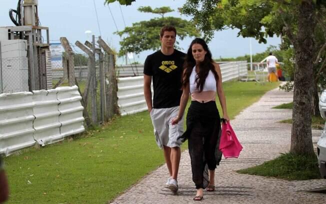 Cesar Cielo chegou na companhia de sua namorada, a Miss Brasil Priscila Machado