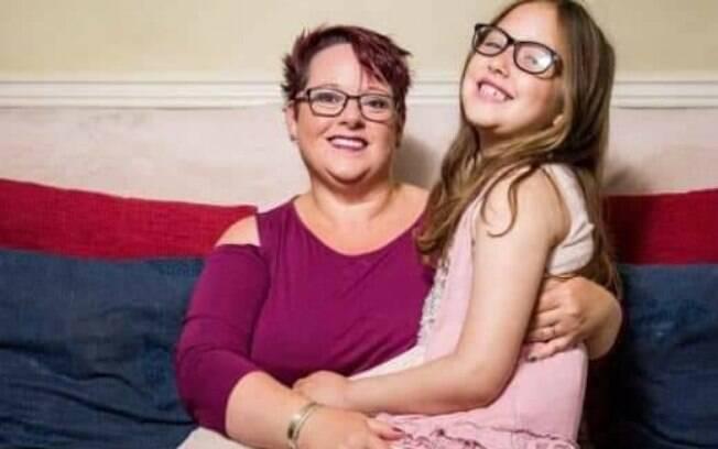 Em caso de amamentação prolongada, norte-americana amamenta a filha até os nove anos e nove meses de idade