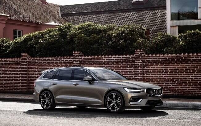 Volvo V60: a perua sobrevive ao holocausto do segmento pelos SUVs, que estão na moda e vendendo cada vez mais