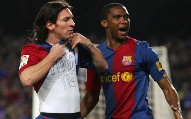 Samuel Eto'o e Messi comemoram gol do Barcelona