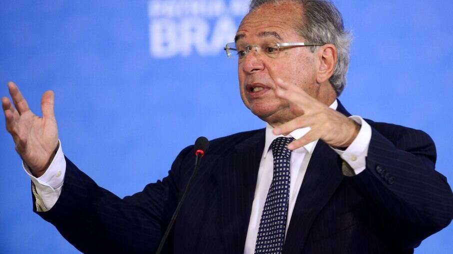 Guedes diz que não é a Economia que decide sobre cortes no Orçamento, e sim a política