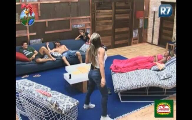 Joana imita amigo em comum com Thiago e o resto dos peões parecem perdidos no assunto