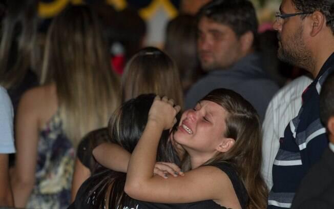 Choro de fãs no velório Cristiano Araújo. Foto: AgNews