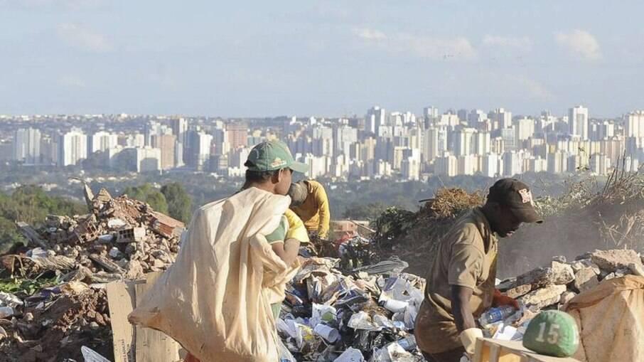 15 milhões de brasileiros saíram da pobreza com o auxílio emergencial, diz FGV