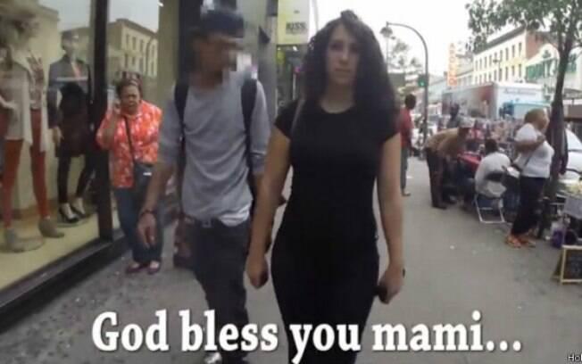 Vídeo mostra como mulheres sofrem assédio sexual numa simples caminhada pela rua
