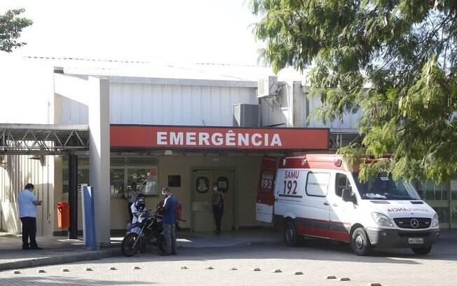Policial e acusado foram levados para Hospital municipal Lourenço Jorge