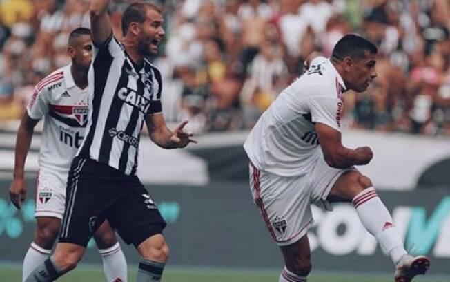 Botafogo e São Paulo procuraram gols insistentemente