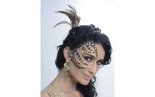 A make de Allan Bandeira, da Top Hair Ipanema, é inspirada numa tigresa e foi feita com delineador preto e pedrarias