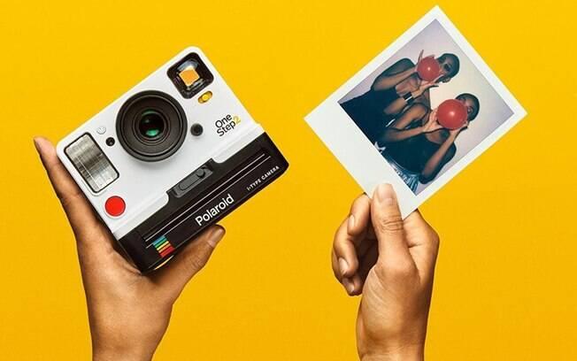 Polaroid One Step 2 tem visual semelhante ao da câmera lançada pela empresa em 1977; modelo sai por US$ 100
